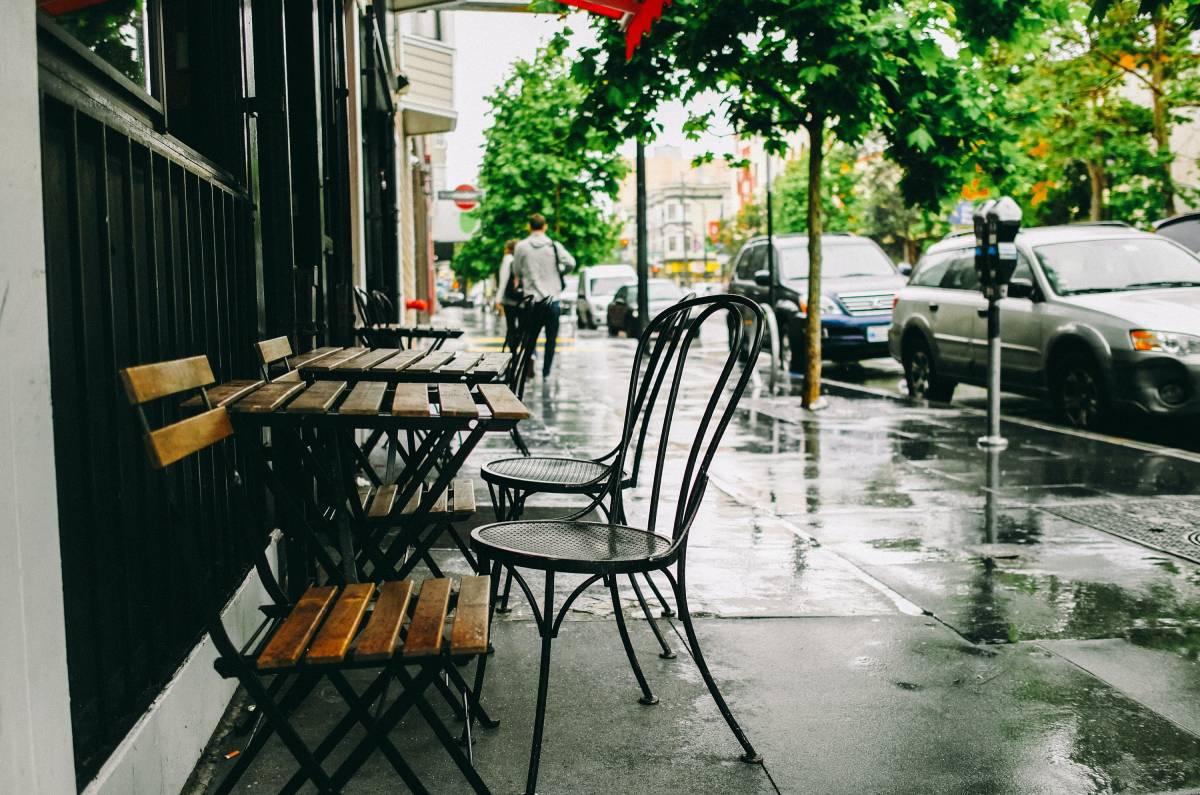 Bρέχει και δεν ξέρετε που να απολαύσετε την έξοδό σας; Σας βρήκαμε τα ιδανικά spot της Αθήνας
